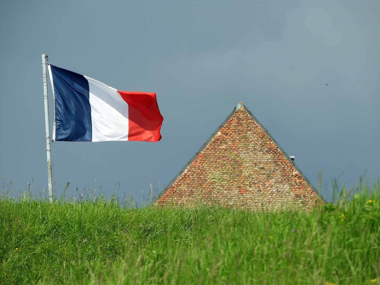 france-chateau-de-joux-french-flag.JPG