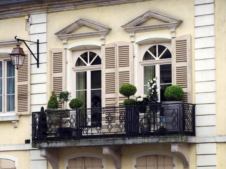 france-gray-windows.JPG