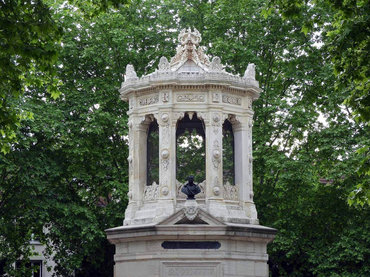 france-dijon-parc-darcy-monument.JPG