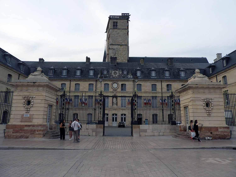 france-dijon-place de-la-libération-tower.JPG