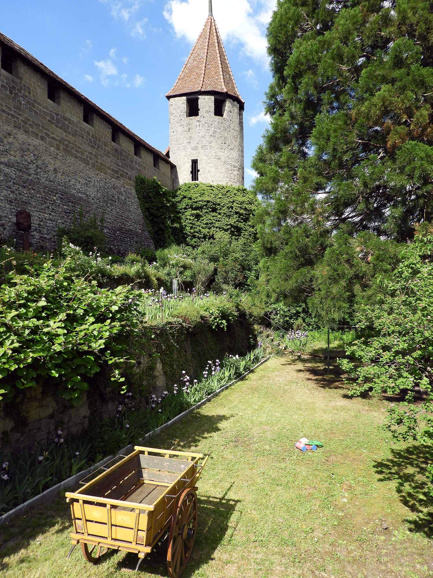 switzerland-murten-garden-cart.JPG