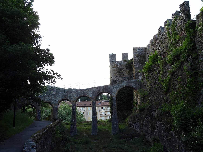 switzerland-neuchatel-parc-du-château-arch-bridge.JPG