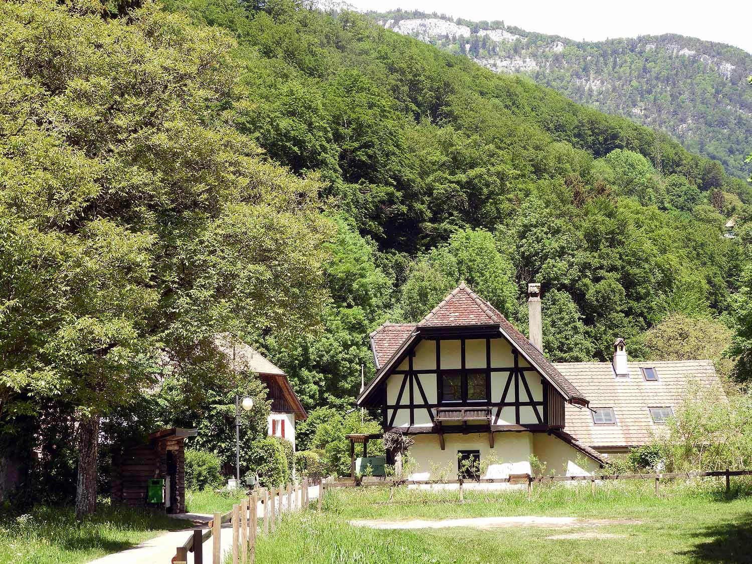 switzerland-saut-pont-brot-hike-walk-hiking-cottage.JPG