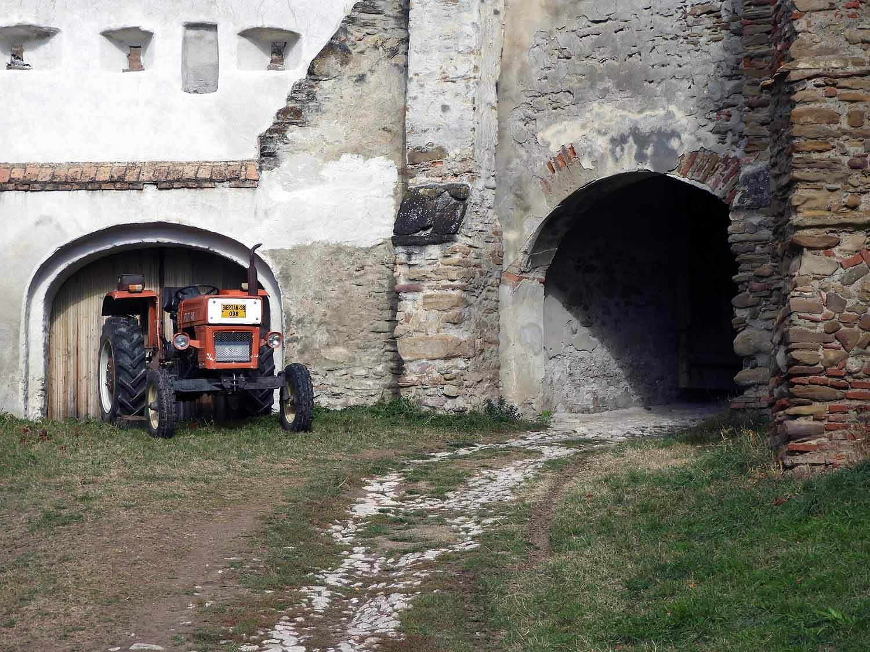 romania-biertran-tractor.JPG