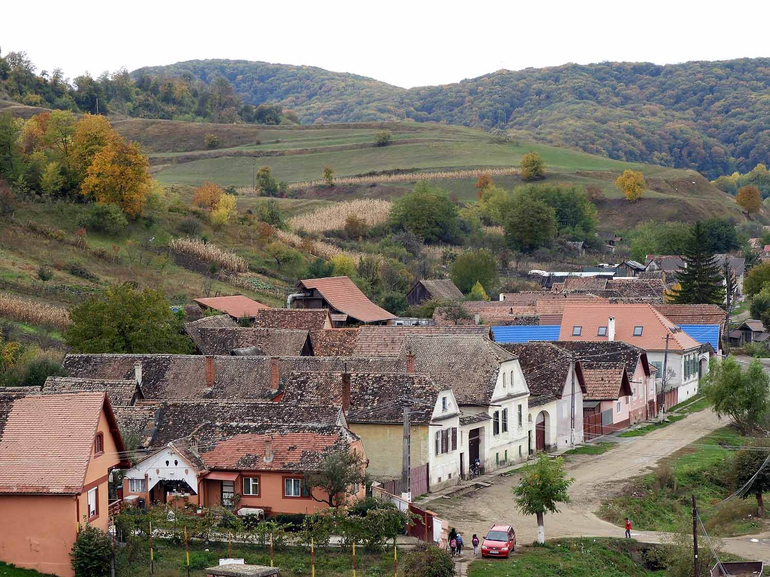 romania-mosna-sleepy-dusty-town.JPG