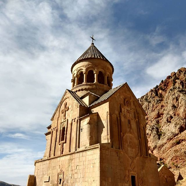 The rocky red rock gorge surrounding the #noravank monastery reminded us of home. Such a cool place!  #maistralife #maiastratravel #maiastra #armenia #monastery