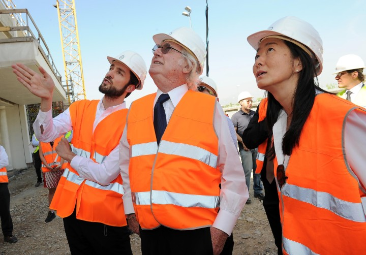 Vivian Lee with Ricard Meier and Simone Ferracina at the Italcementi i.lab construction site in Bergamo, Italy. © Richard Meier & Partners