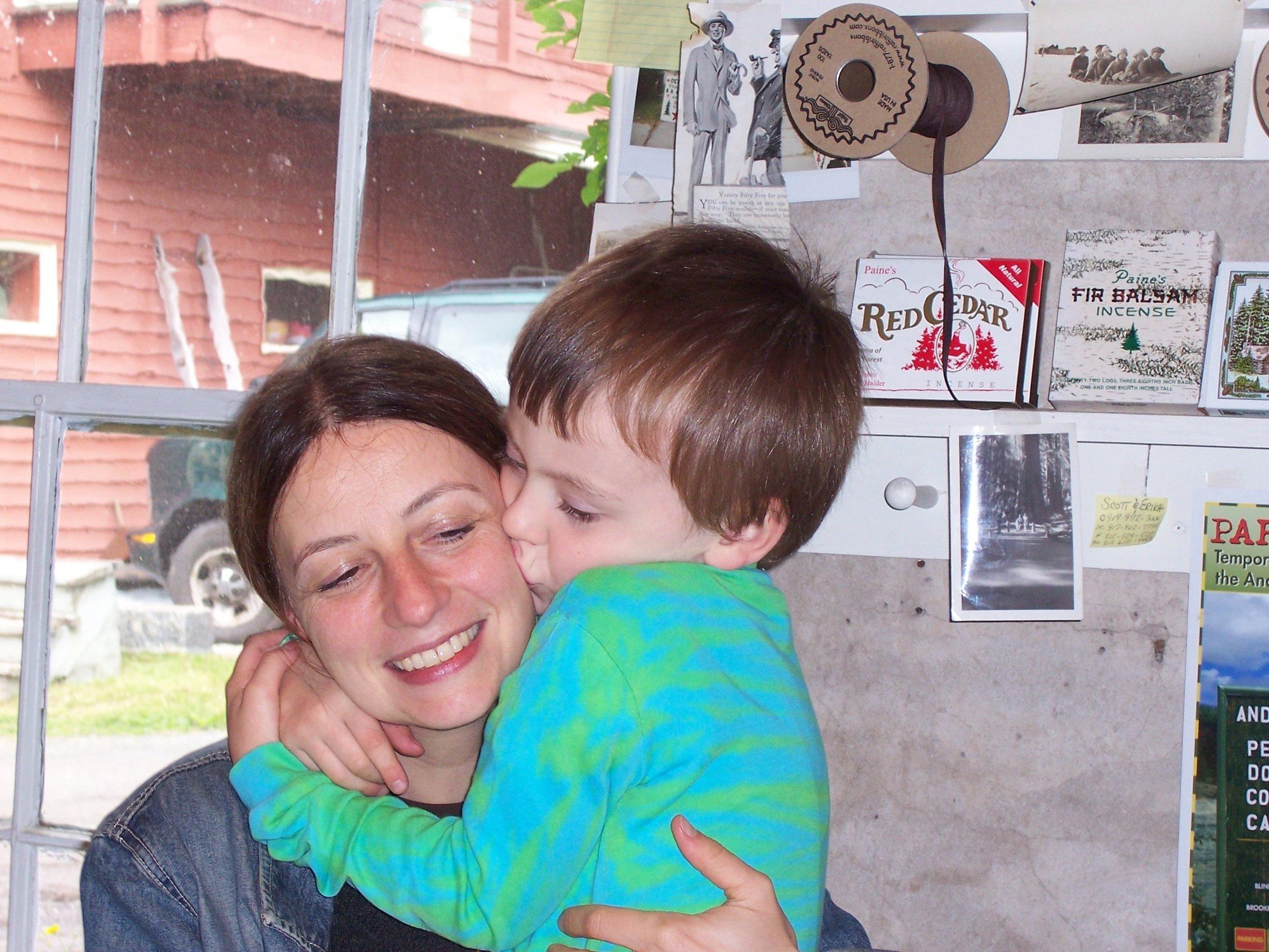 Sara with her kids, Chiara and Bennett.