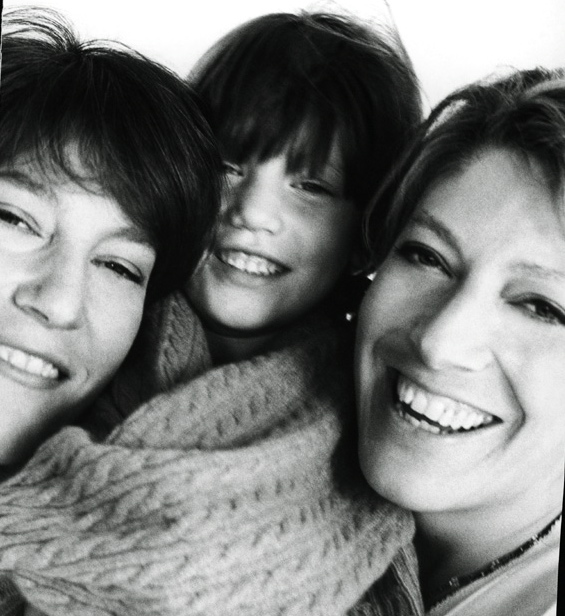 Andrea with daughter Eva and sister Leslie, photo by Dewey Nicks.