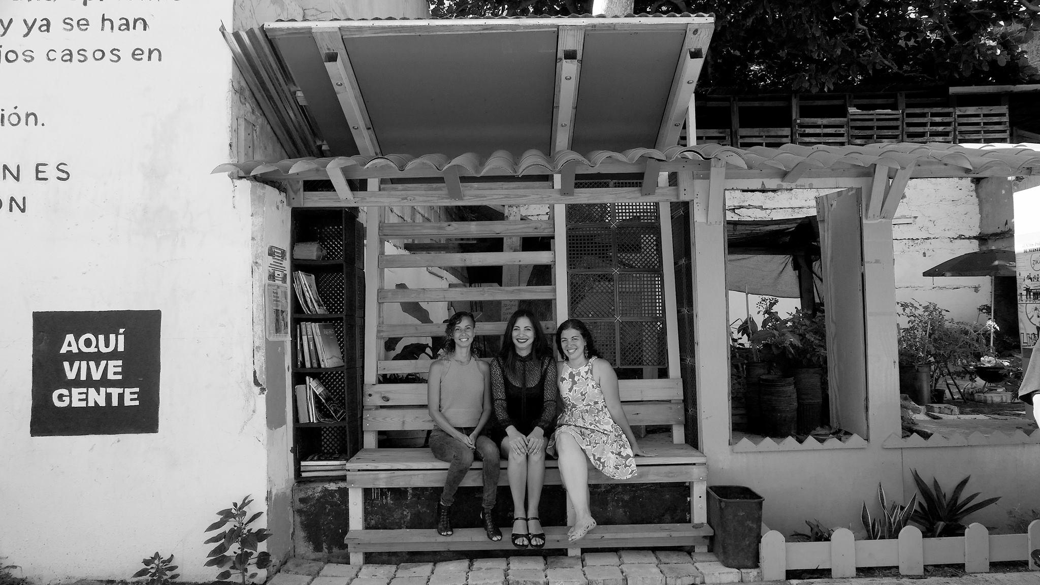 Yazmín and her Taller Creando Sin Encargos co-founders.