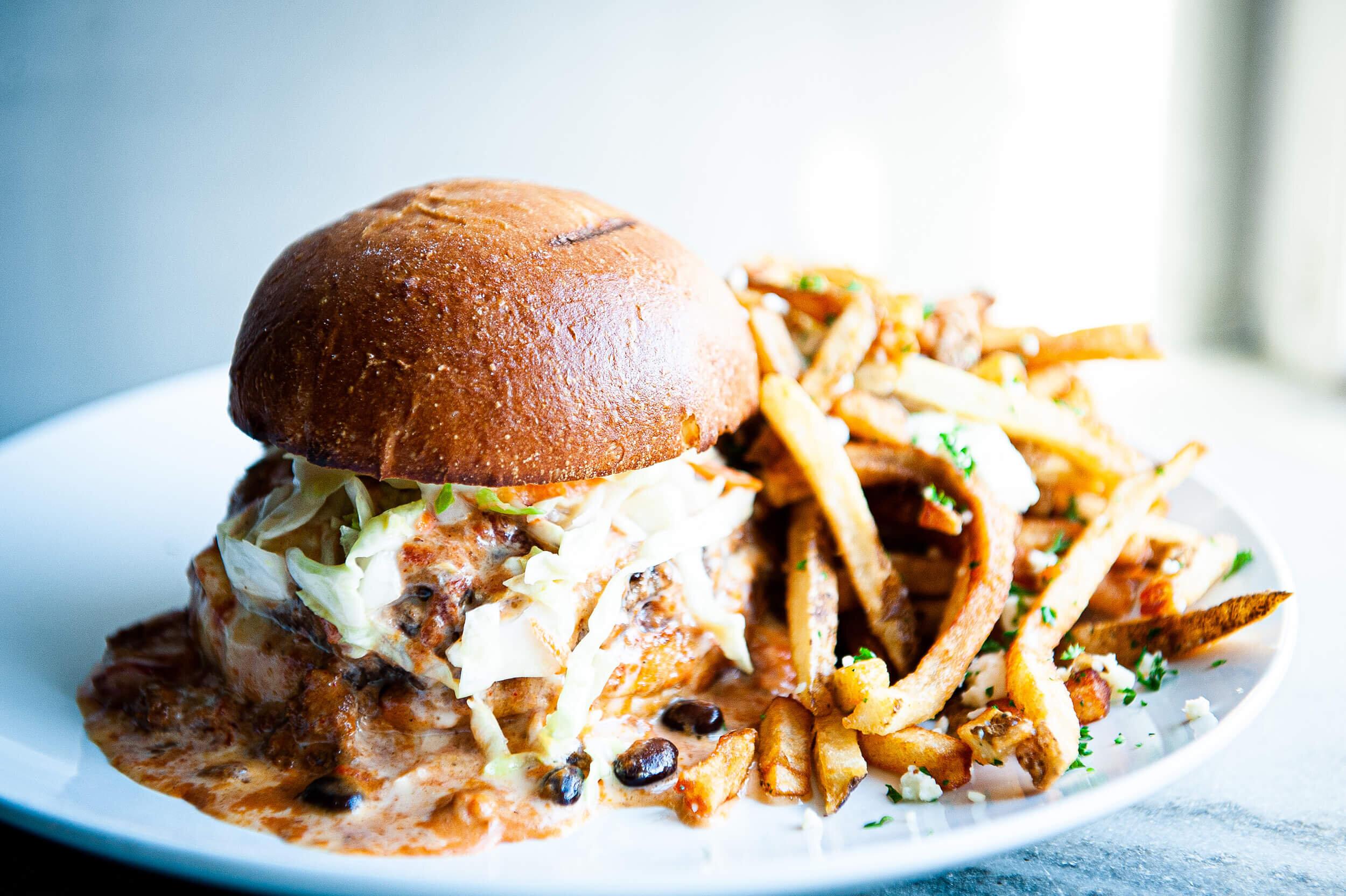 shire-breu-hous-food-chili-burger.jpg