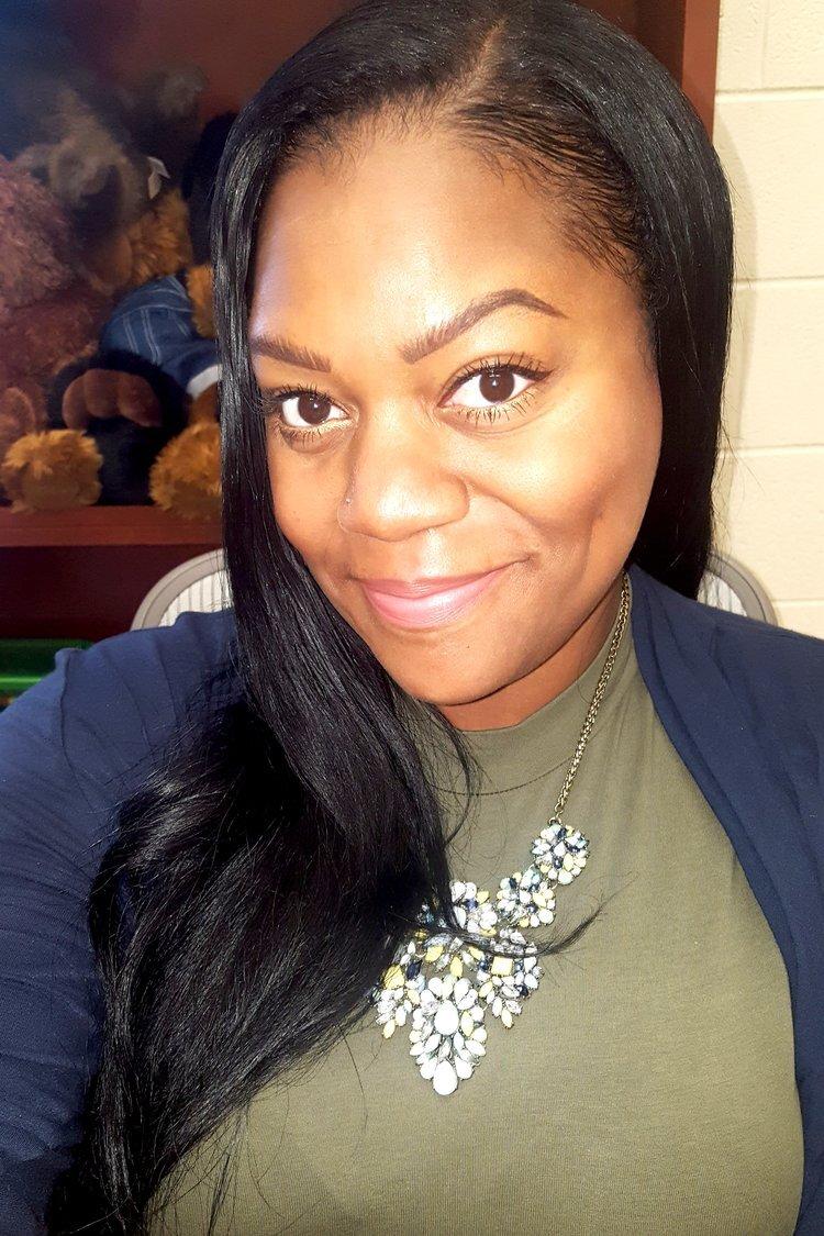 Lia Jones, Therapist