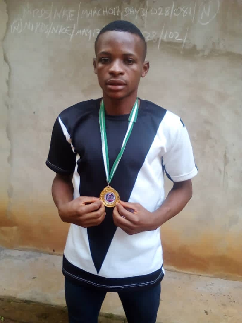 Posing with his Gold Medal from the 2018 National Mathematics Competition.