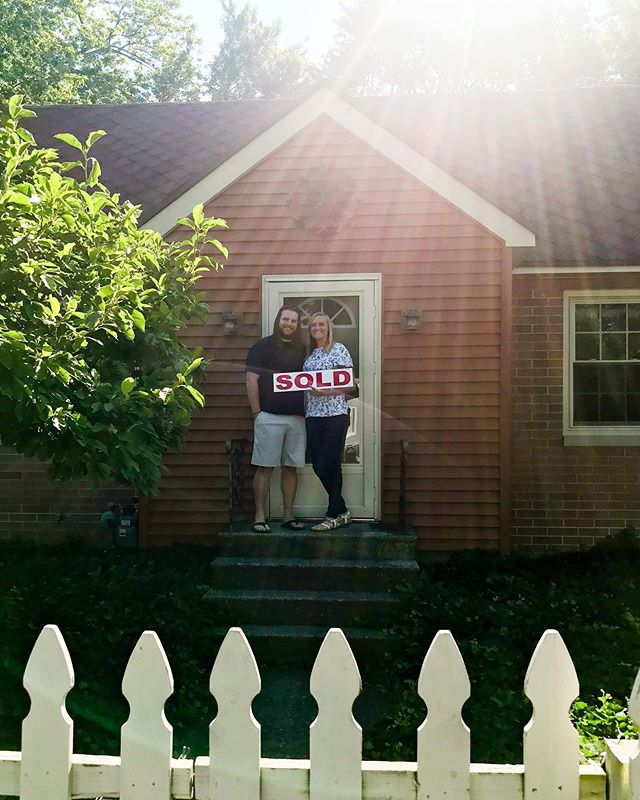 Today Ben and Monica closed on their first home! I was lucky enough to get the chance to work with them! 🏡💚⁣ ⁣ First time home buyers are my favorite ... ⁣ ⁣ I love the excitement and all the ideas they have getting ready to turn their cute Spring Lake house (white picket fence and all) into their home.⁣ ⁣ #greenridgerealty #firsttimehomebuyers #buyersagent #springlakerealtor #therealdeal
