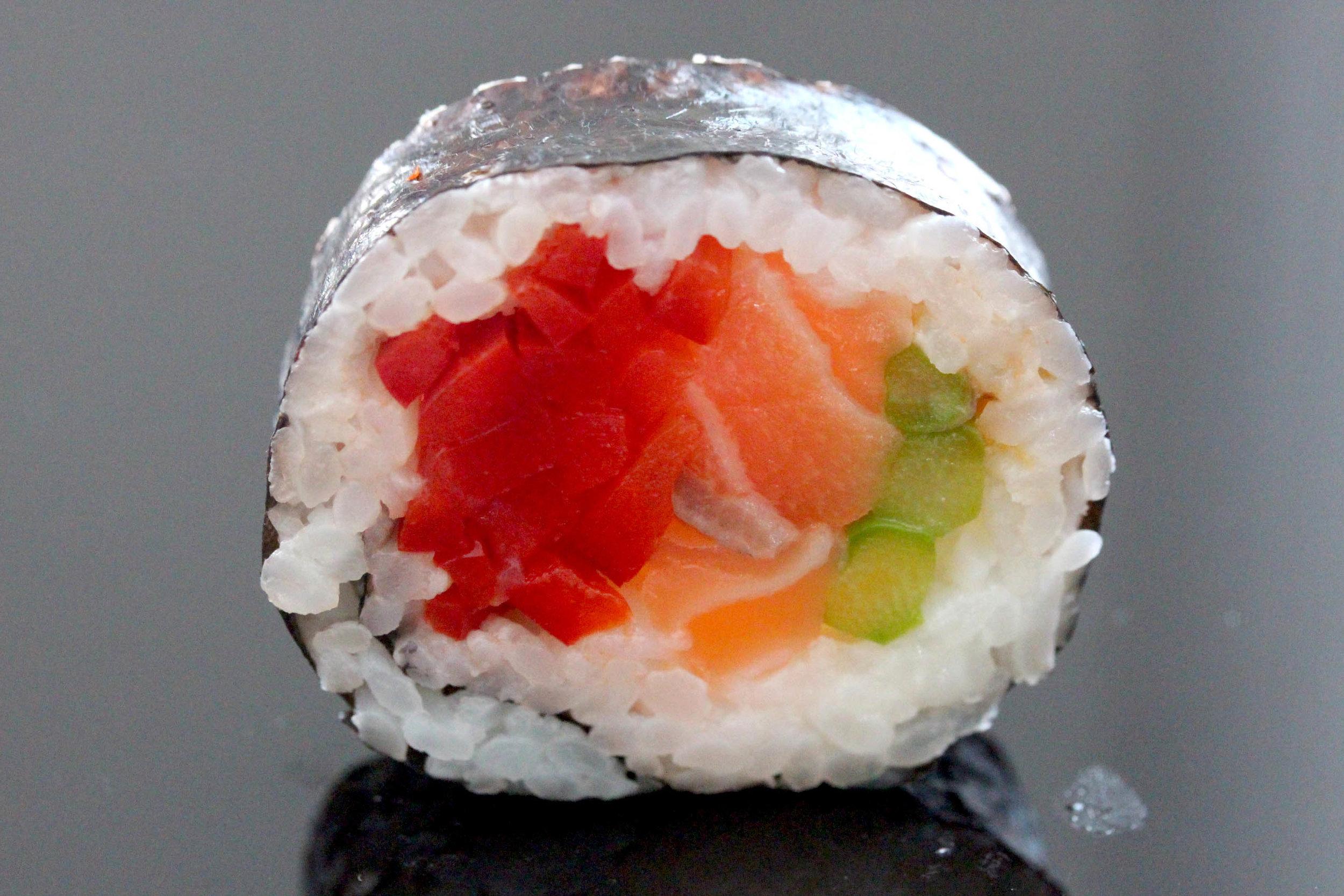 salmon_red_pepper_futomaki.jpg