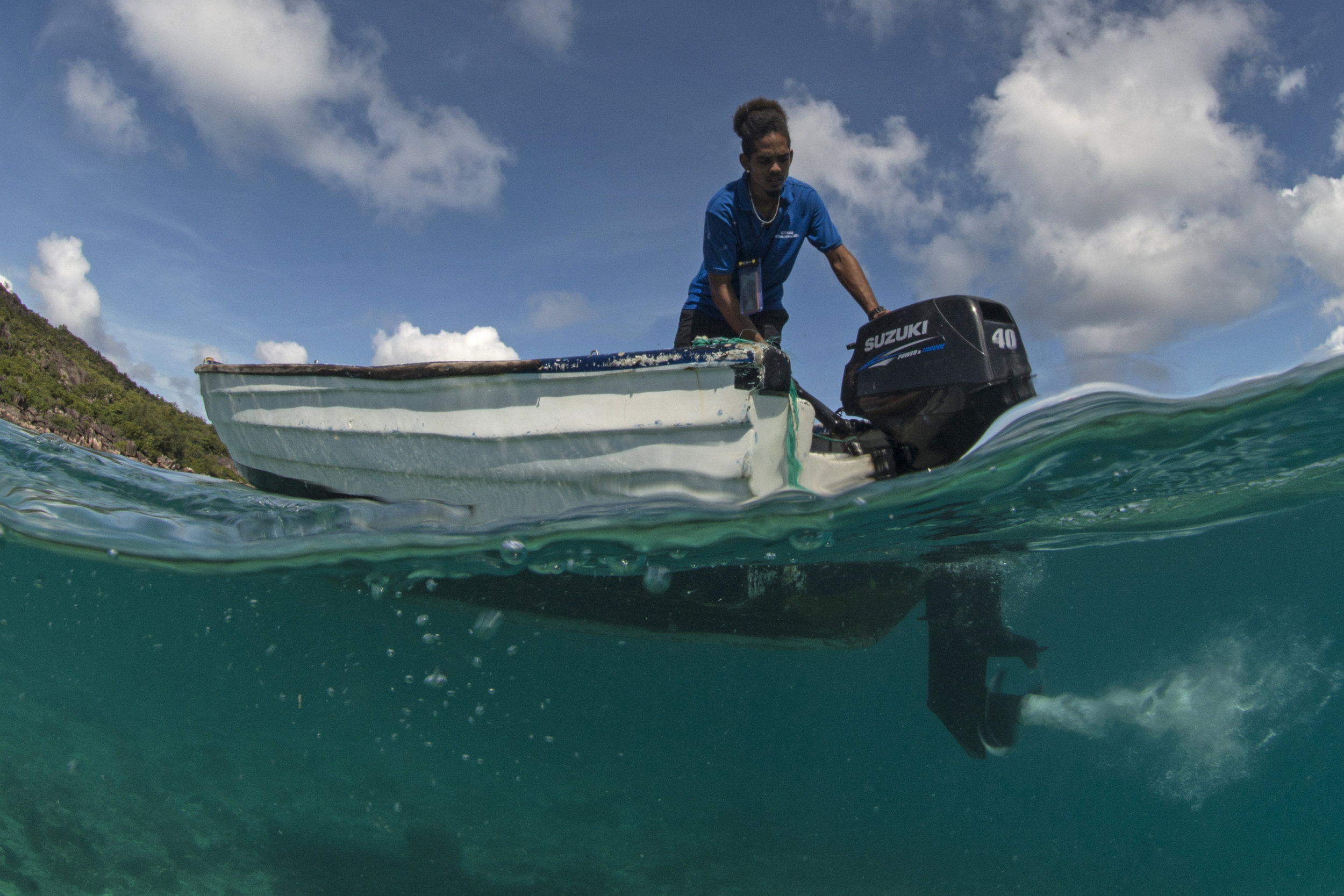 FISHERMAN, seychelles CREDIT: THE OCEAN AGENCy / coral reef image bank