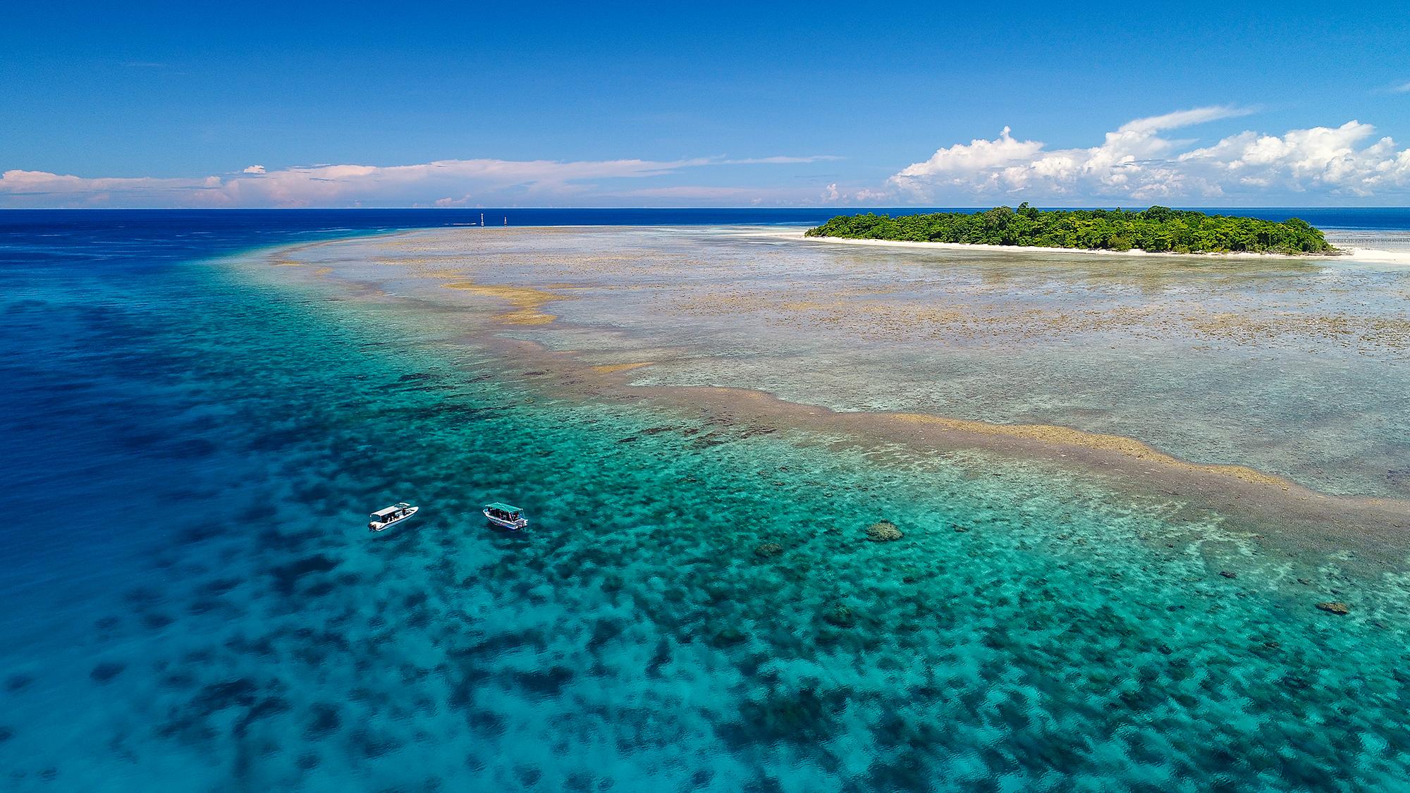 Sangalaki Island, Indonesia CREDIT: SIMON J. PIERCE / coral reef image bank
