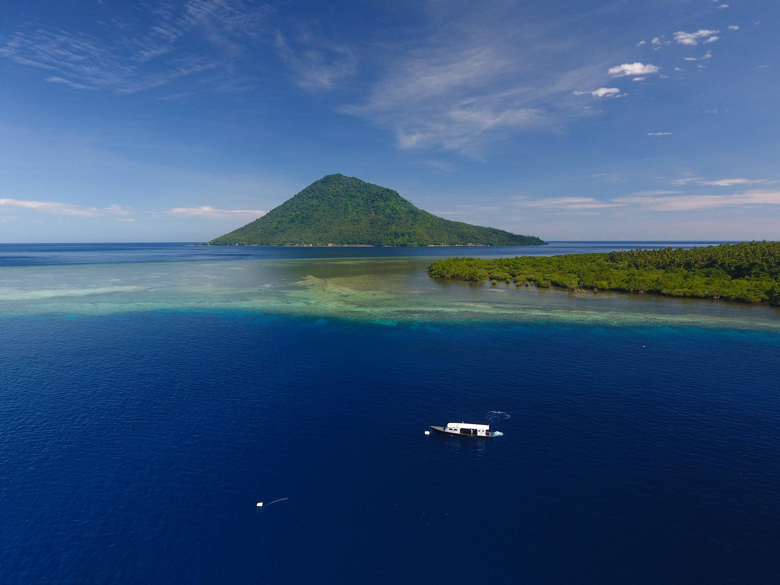 01 - the expedition team in the blue waters of bunaken CREDIT: The Ocean Agency / paul g. allen philanthropies