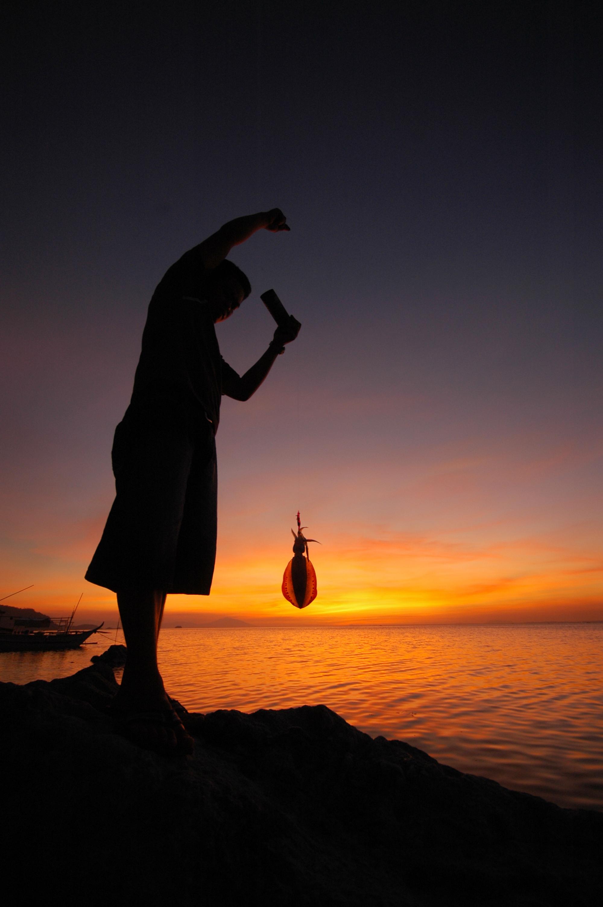 04 - small-scale fisherman CREDIT: P. PALERACIO / coral reef image bank