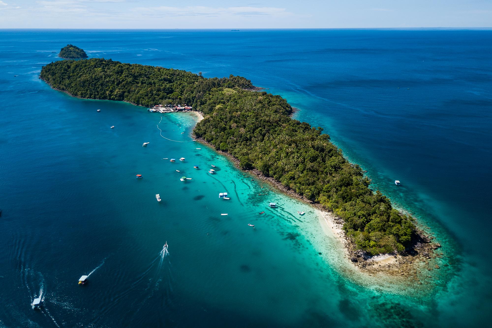 palau weh, indonesia credit: yen-yi lee / coral reef image bank