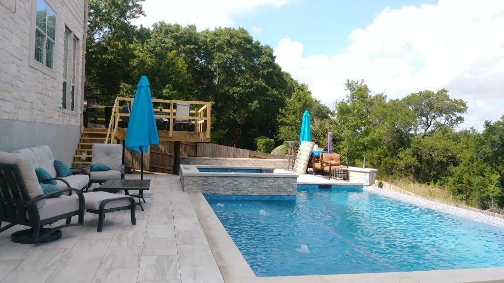 Pool & Spa with Negitive edge.jpg
