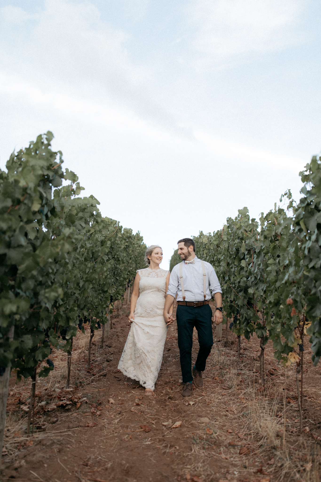 Summer wedding at Tumwater vineyard in Oregon's wine country
