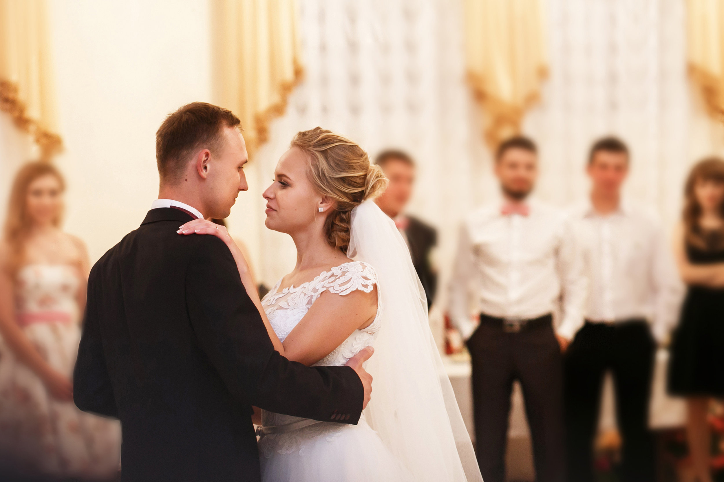 wedding dancers2.jpg