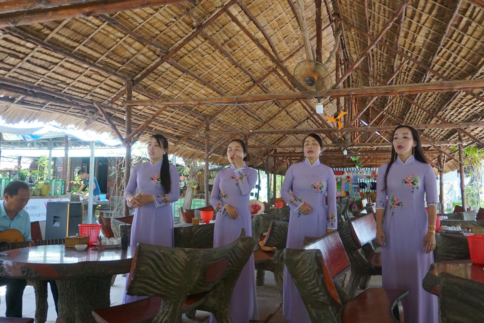 Mekong Women.jpg