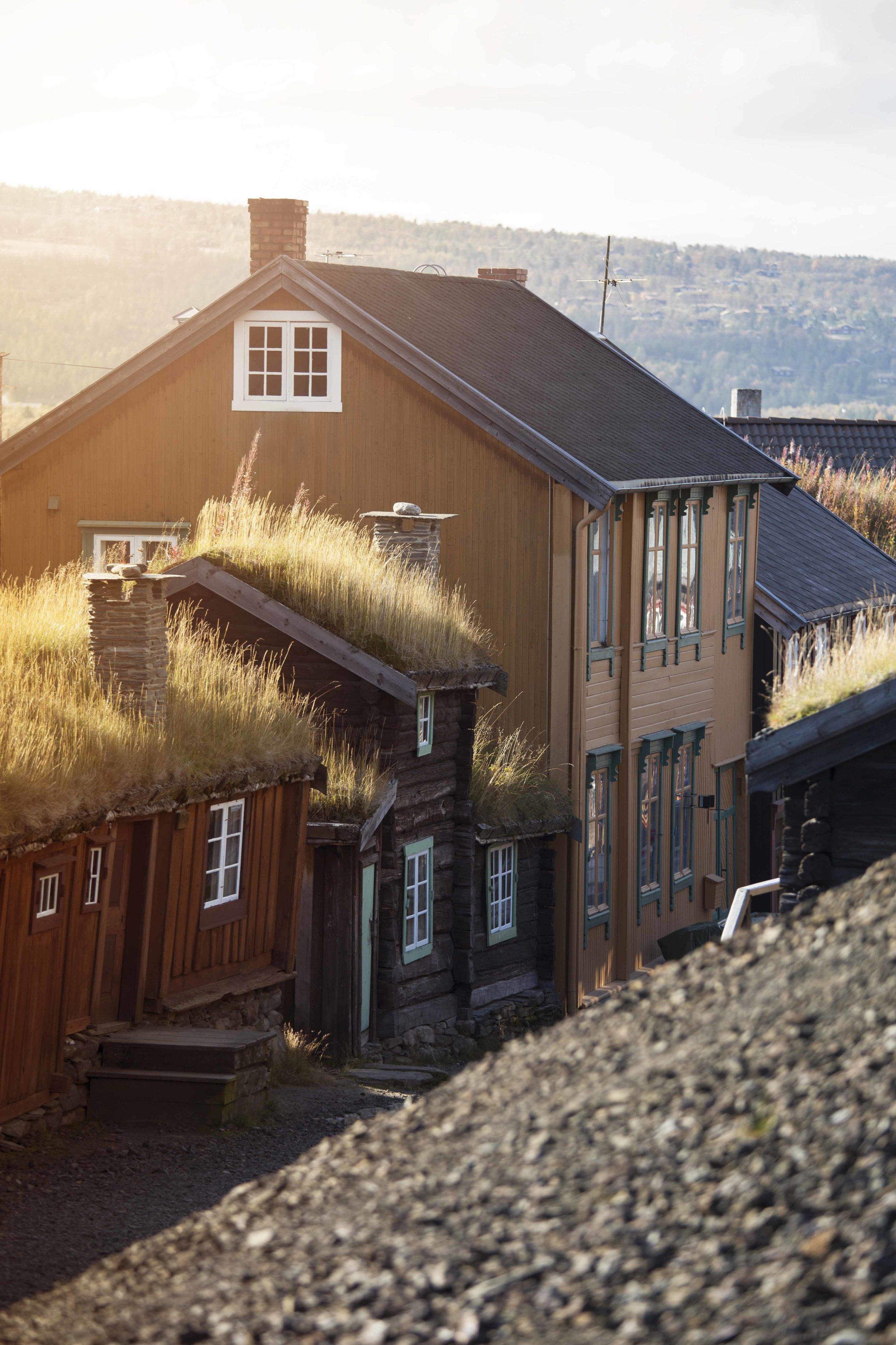 røros - Røros, Sleggveien med Ola Mæla-stuggu, et laftet våningshus fra 1800-tallet