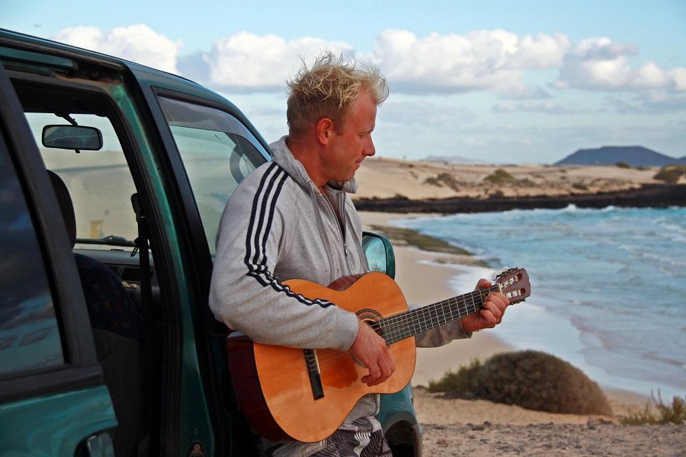 mihalysafran fuerteventura guitar.jpg