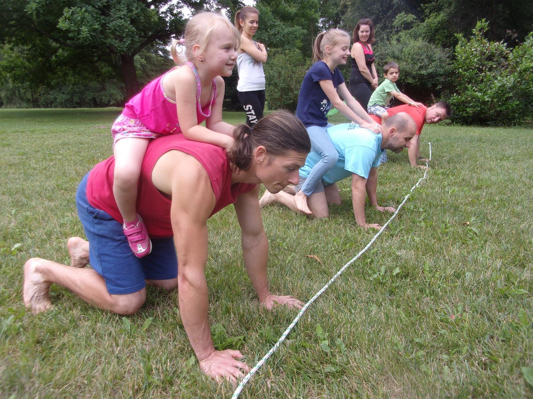 Családi edzés - Egyedi sportélmény, ahol az egész család résztvesz az edzésen.- Alapja a MovNat módszer- Újfajta személyes kapcsolódás- Sok vidámság- 1-2 óra- 1 vagy 2 szülő, 1-4 gyerek