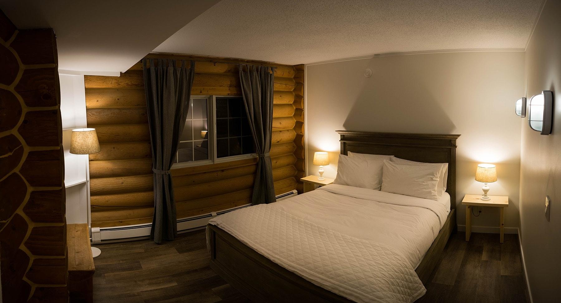 queen-room-b&b-golden-bc.jpg