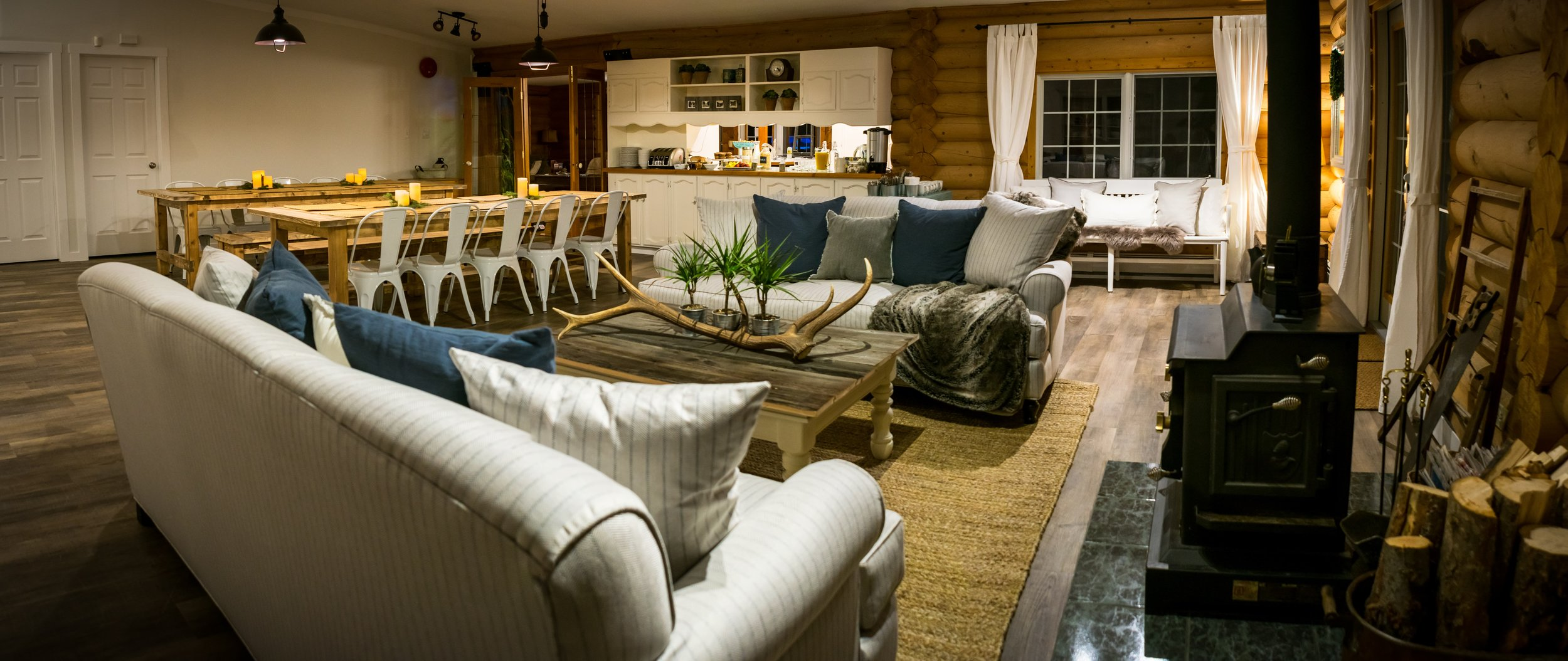 The dining room and living room at Whitewater Lodge