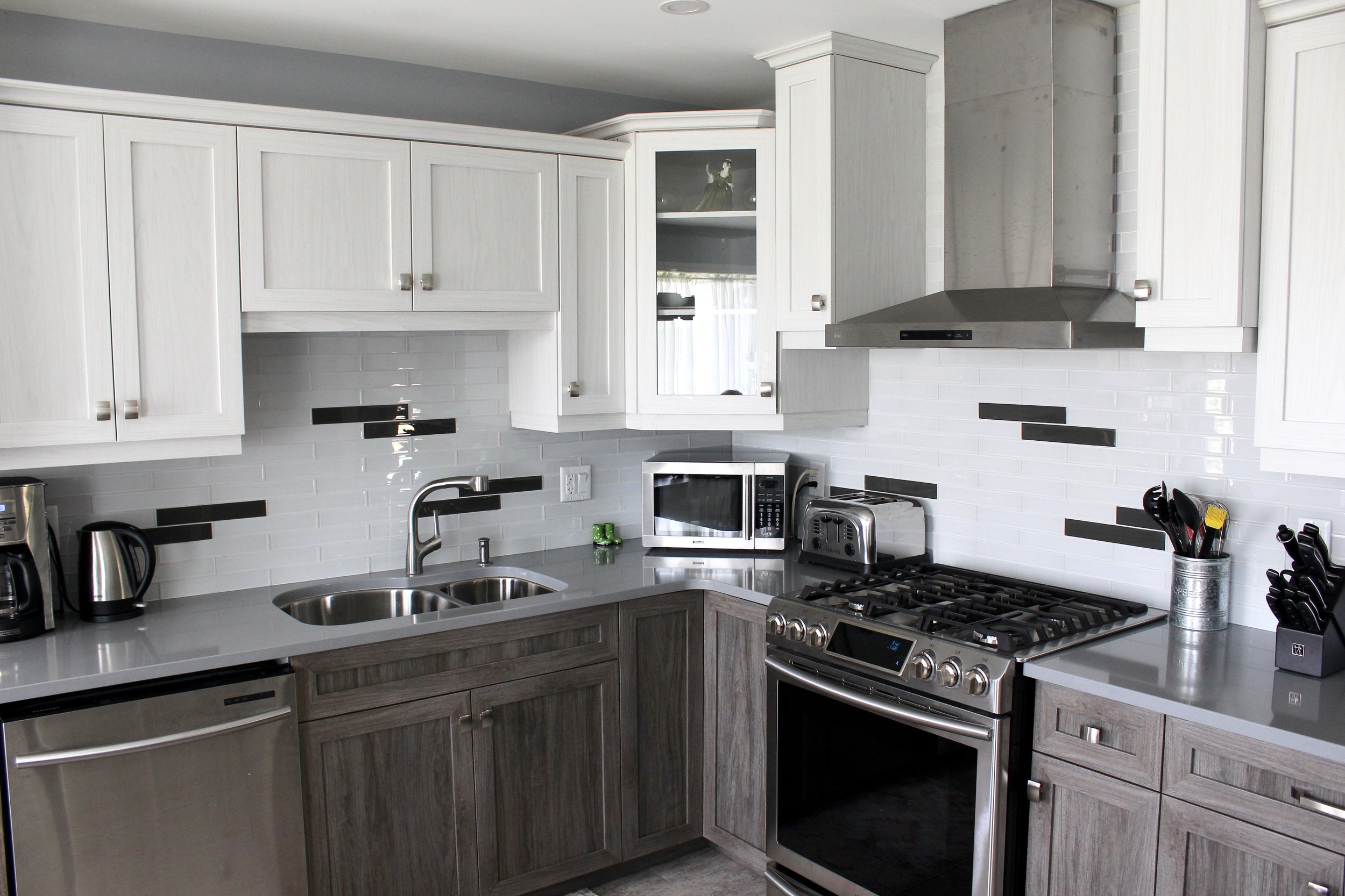 Two-tone kitchen cupboards