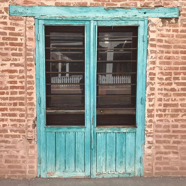 The Southwest Revival tour drew to a close last night for an intimate show in Sedona. We're heading home to our dogs today and are incredibly happy to see them. We have met such beautiful people on this desert trip, and already we know we'll be back to many of these places. What's next for us? Just like this door in Mesilla, we have no idea what's on the other side of this tour, but we are stoked to find out. Thank you all for your love and support on this musical journey of ours.  #southwestrevivaltour #southwestrevival #oxygenonembers #tour #desertmusic #timeofourlife #wegrewforsure #frontporchdesertrootsmusic #newdoors #gratitude #thankyouall #oxygenonembershasleftthebuilding