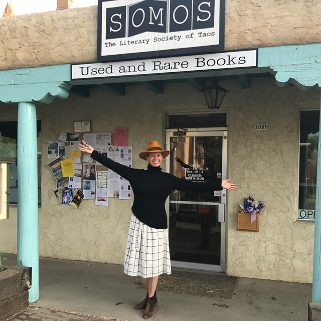 Thank you, Somos, for hosting us in your intimate space. It felt SO GOOD to play surrounded by books and by friends old and new. We'd love to be back someday soon. #southwestrevival #taos #bookshop #wordsmatter #somos #oxygenonembers #altfolk #livemusicisbetter #goodpeople #newmexicomusic #heynicehat