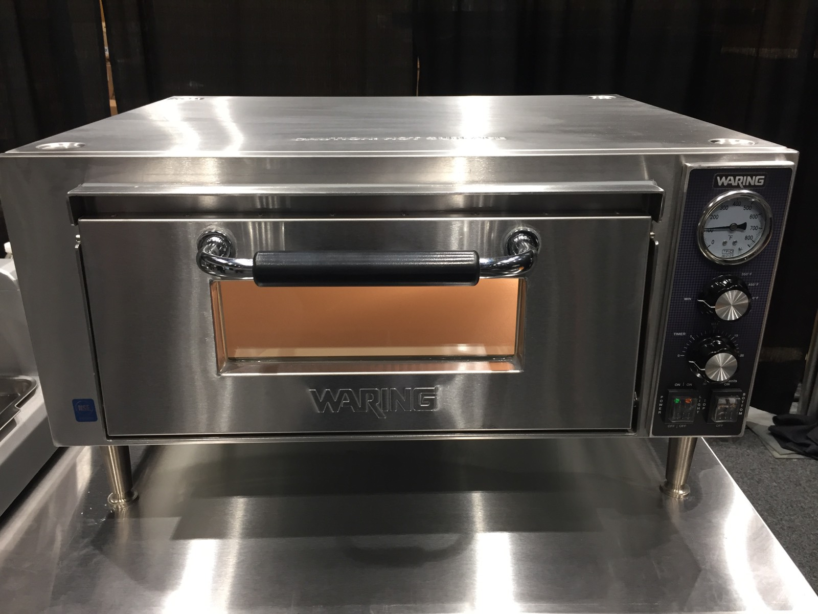 Commercial grade pizza oven (Waring)