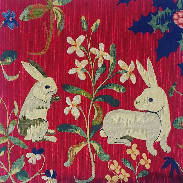Happy Easter JOYEUSES  FÊTES DE PÂQUES ...🐇 . . . . . #easterdecor #easterdecoration #easterbunnies  #frenchdesign #jacquardcushion #damealalicorne #ladyandtheunicorn #museecluny  #tisserandsdesflandres #garennes #frenchdesigncollection #interiorinspo #homedecoration #parisianstyle #frenchcountrystyle #frenchprovincial #countrystyleloves  #frenchdesignstore #frenchhomewares #interiordecoration #frenchlifestyle #rabbitsofinstagram  #happyeaster2019