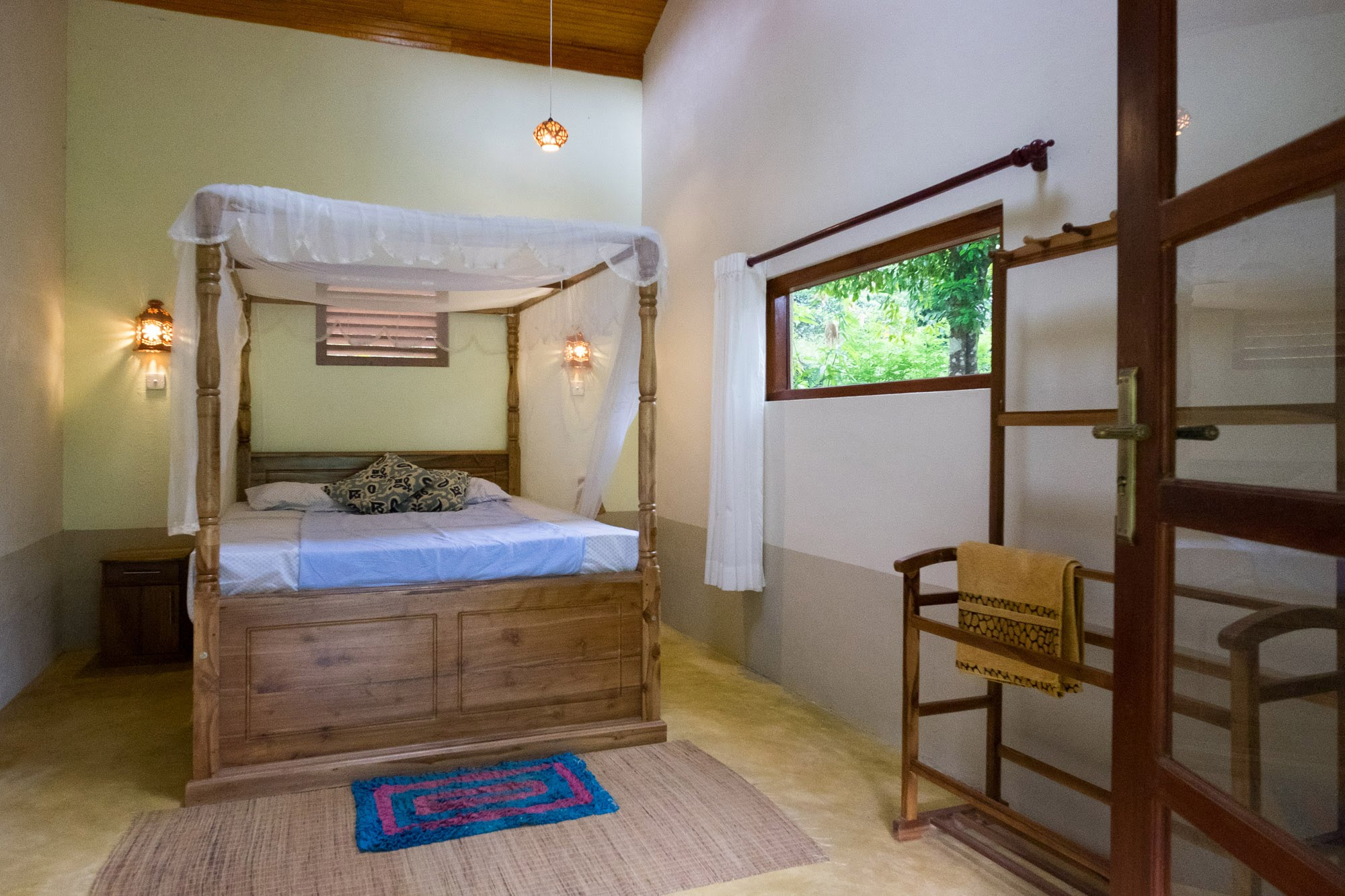 Features - Comfortable rooms with high ceilings.En-suite bathroom with hot water.Large veranda with dining table, hammocks and reclining chairs.Natural air-conditioning from our mild climate.