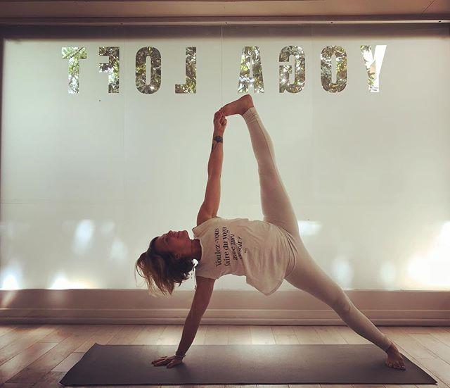 ☀️Off !!☀️ Pas de cours la semaine prochaine je vous troque contre quelques Ouzos en terrasse 🇬🇷 Reprise des cours lundi 14 mai 👚 @yujyoga  #yoga #frenchyogagirl #yogaparis #yuj #yujgirl #holidays #familytime