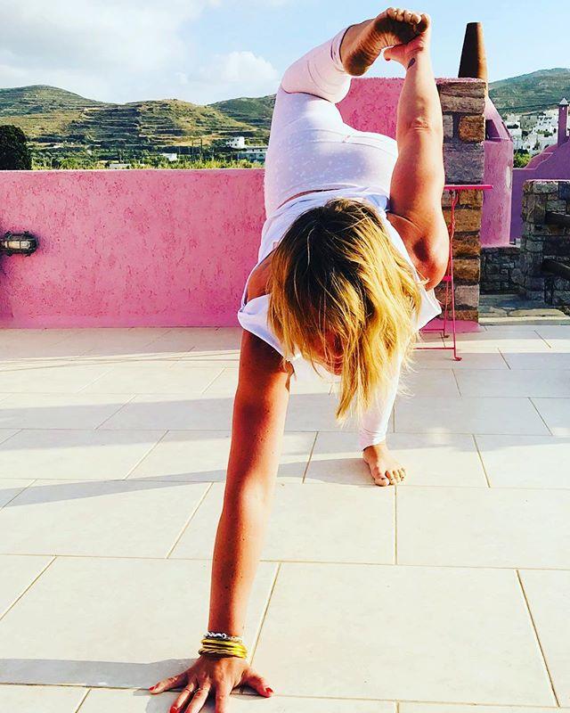 🇬🇷 Yiasas jolies Cyclades 🇬🇷 Ravie de vous retrouver même si la météo parisienne de la semaine ne me fait pas rêver 🌧 👇🏻Planning de la semaine: ☀️lundi 20:00 restorative yoga @omsweetom ☀️mardi 12:30 vinyasa @om sweet om  17:00 yoga kids @omsweetom ☀️Mercredi 15:30. & 16:30 Yoga éveil @tigreyogaclub ☀️Jeudi 10:00 & 12:30 Dynamic Flow @yogaloftofficial ☀️Samedi 10:30 Vinyasa rémois  @regis_yoga_reims  Hari om 🙏N'oubliez pas 3 dernières places pour le week-end immersion yoga 22-24 juin Info & book: anneceyoga.com www.anneceyoga.com