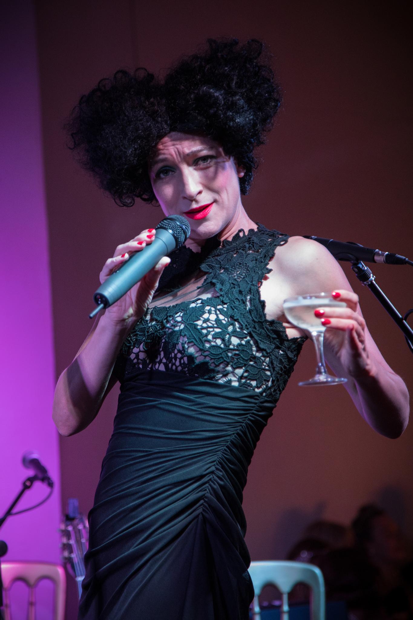 La Poule Plombee cabaret singer