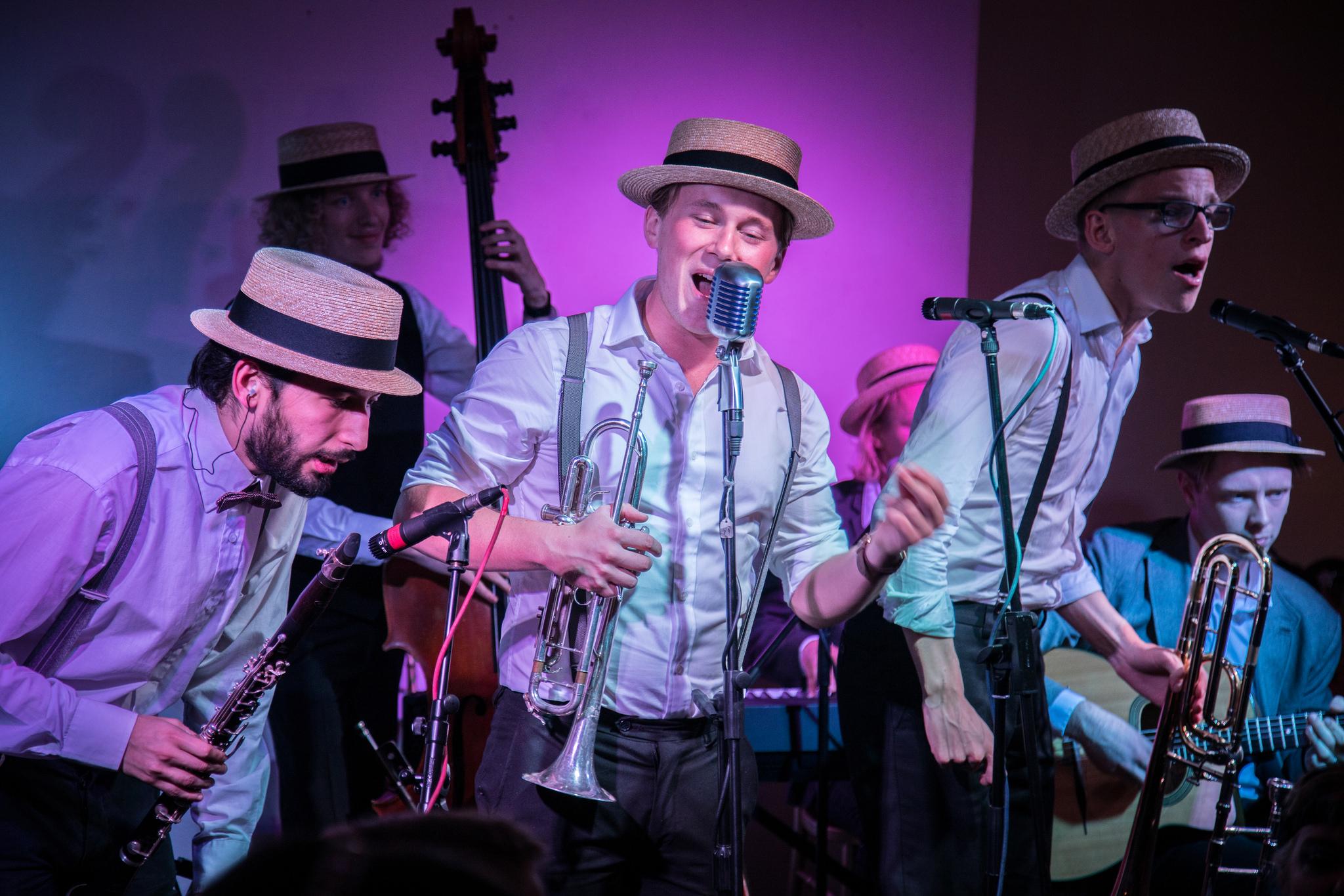 The Swing'It Dixieband in full swing