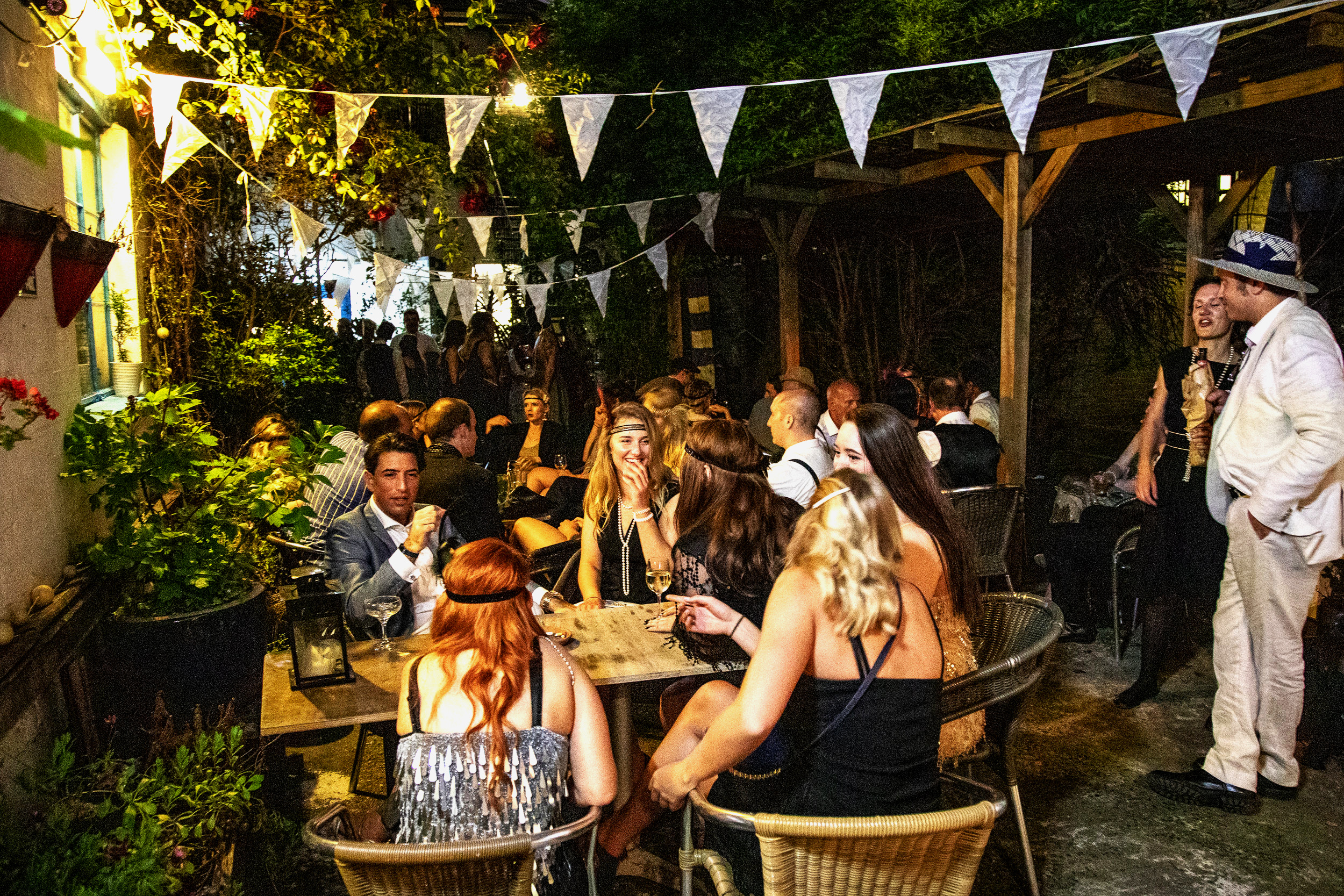 Find our secret courtyard garden, where you can emjoy an Havana cigar from our cigar bar whilst sipping on your cocktail.