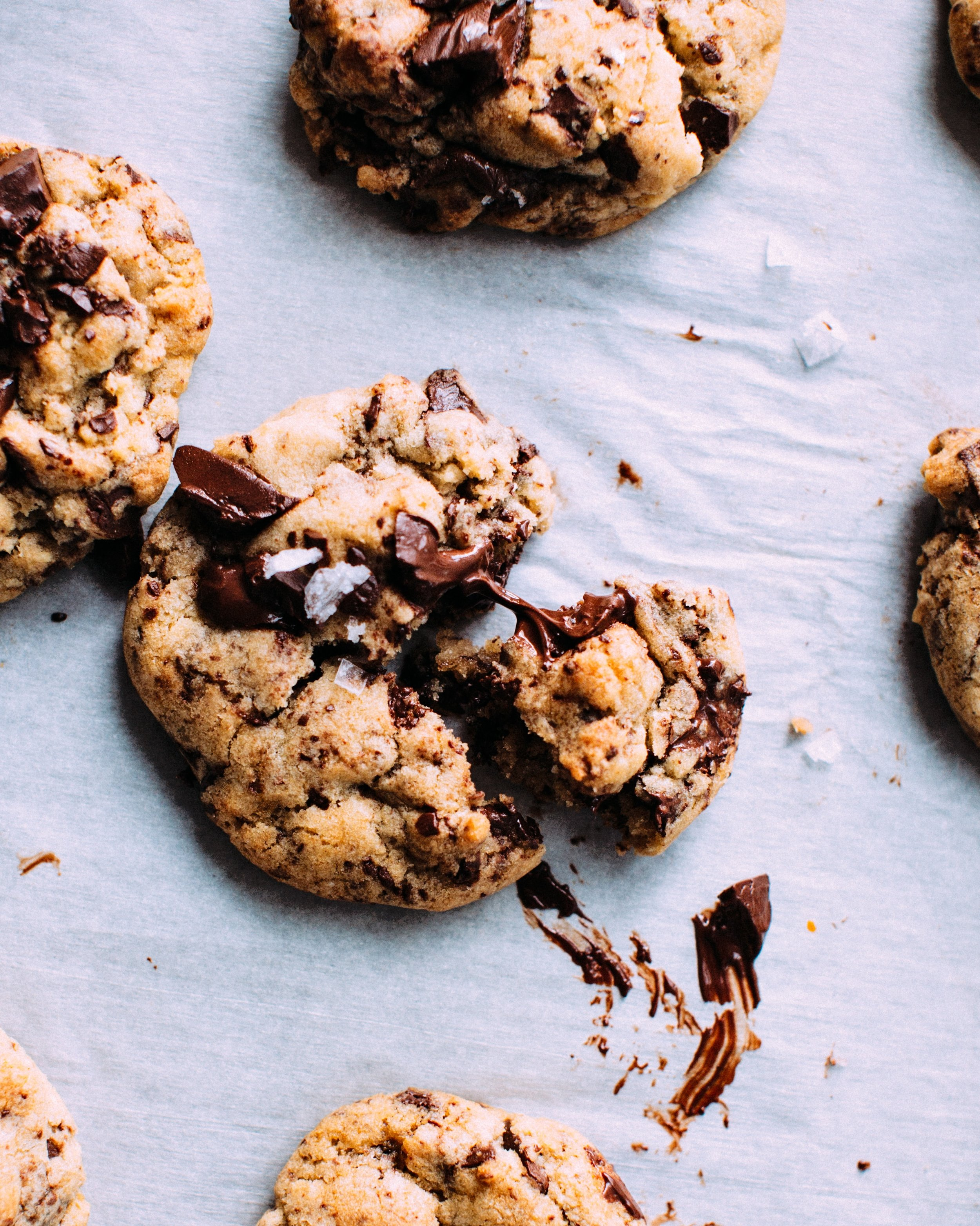 looking for a life where cookies aren't off the menu? - Find out how to feel ok around all foods & learn to nourish your body without restriction.