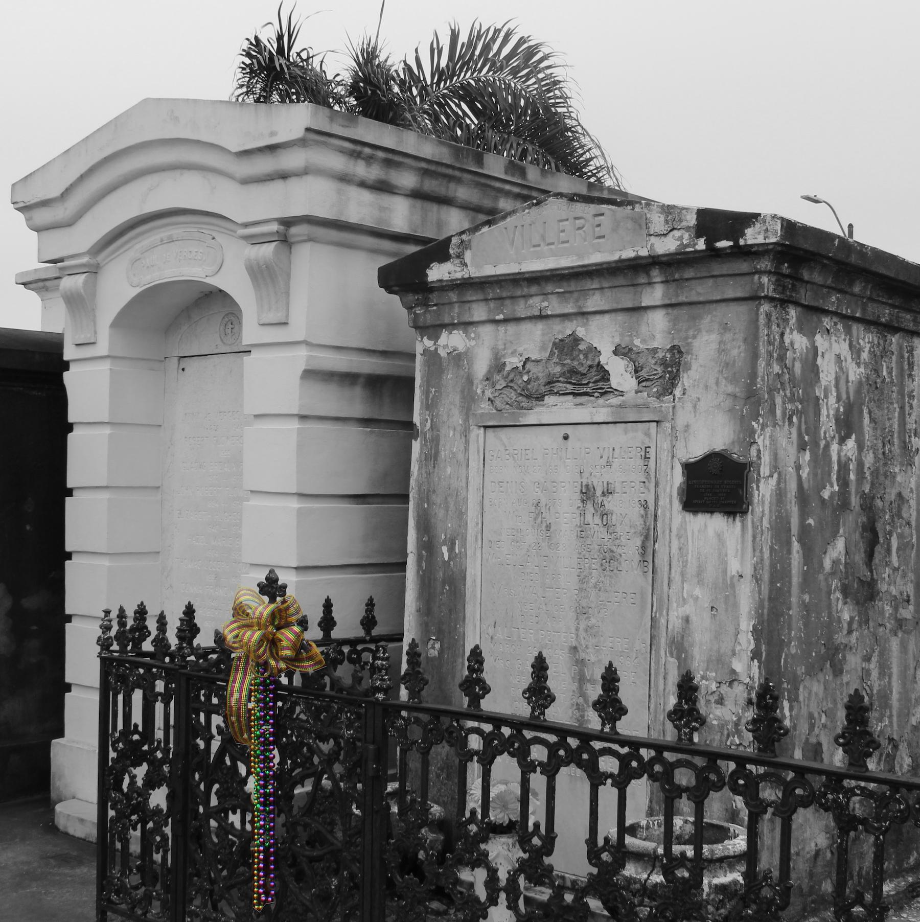 St Louis Cemetery 1 graves.jpg