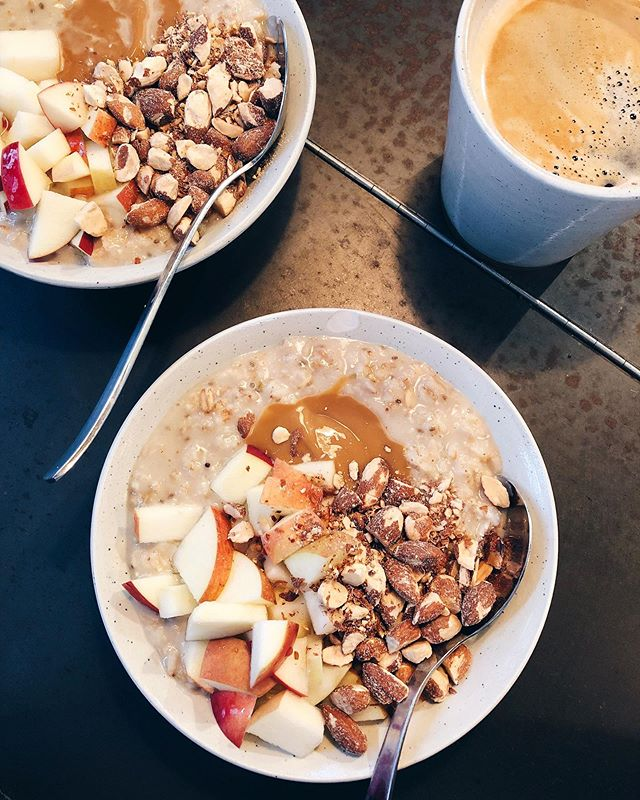 Oat porridge with apple, roasted almonds and caaaraaamel saauuuce please! 😍🙌 @groedcph (Latergram from an amazing weekend in Copenhagen earlier this spring)