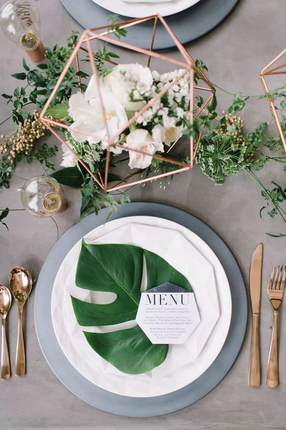 Loving this simple and modern yet elegant table setting. Rose gold is the new must have metallic and geometric shapes are everywhere!
