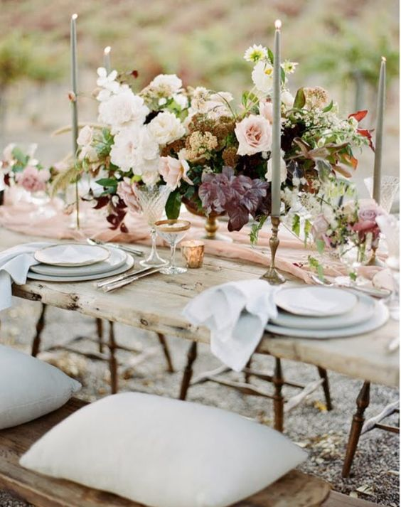 Another beautiful table setting....soft and romantic. Perfect for a dinner party or any celebratory dinner.