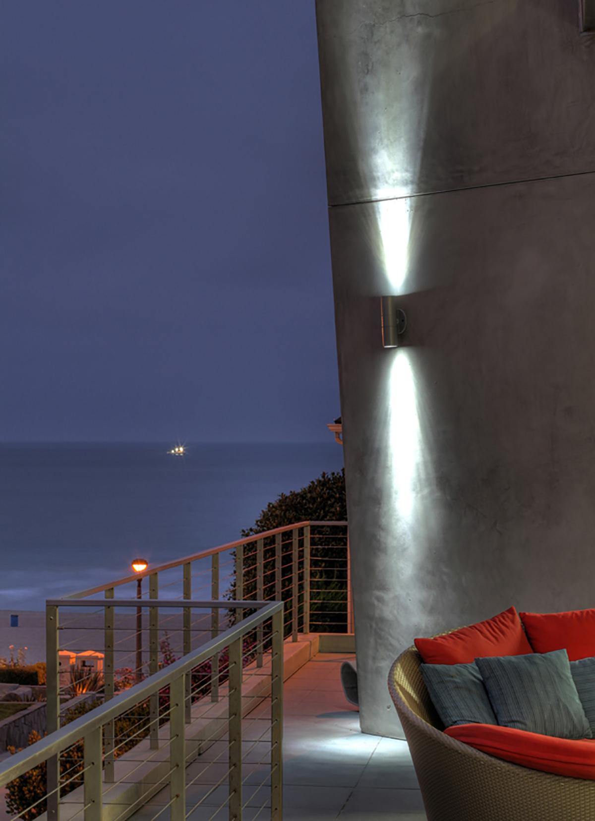 manhattan-beach-california-patio-interior-design-montgomery-home.jpg